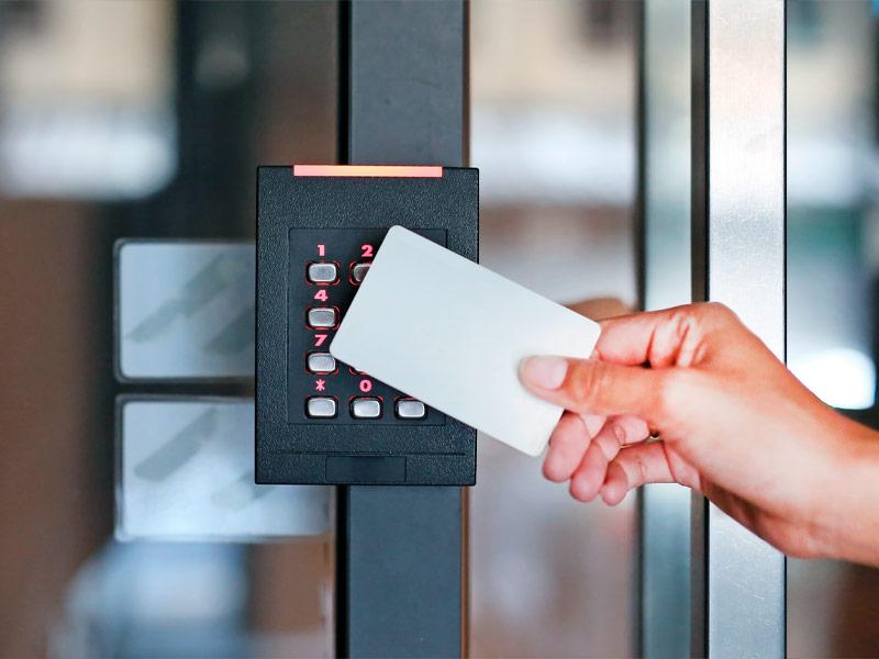 Gestão e controlo de acessos